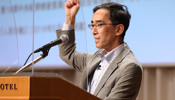 神田外語大学 教授
